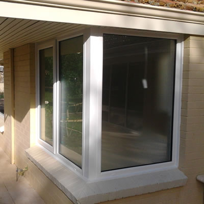 Corner window double glazing